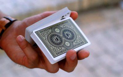 Кардистри — искусство манипуляции игральными картами.